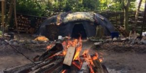 zweethut OoZuWeNo vuur bomen stenen